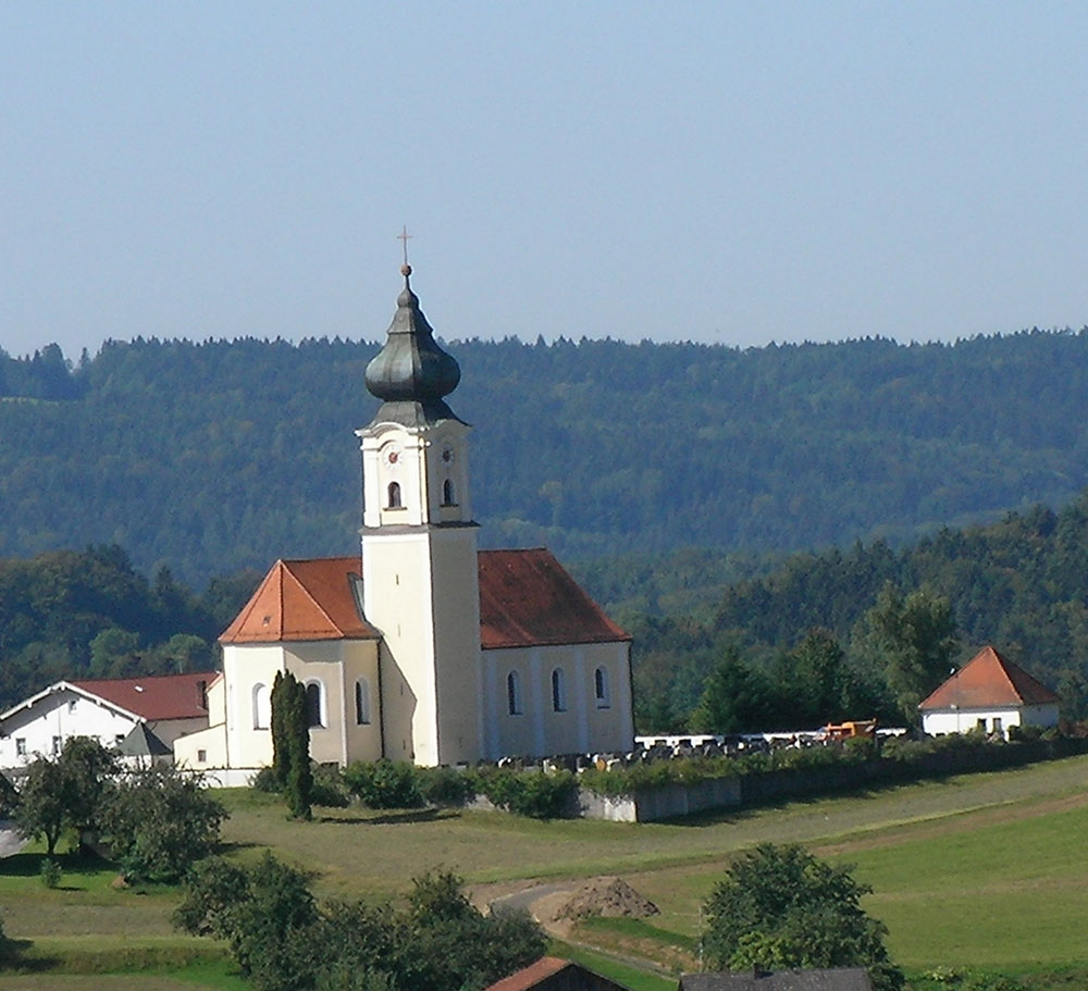 Kirche-in-Lalling